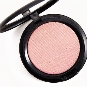 MAC Beaming Blush Highlighting Powder